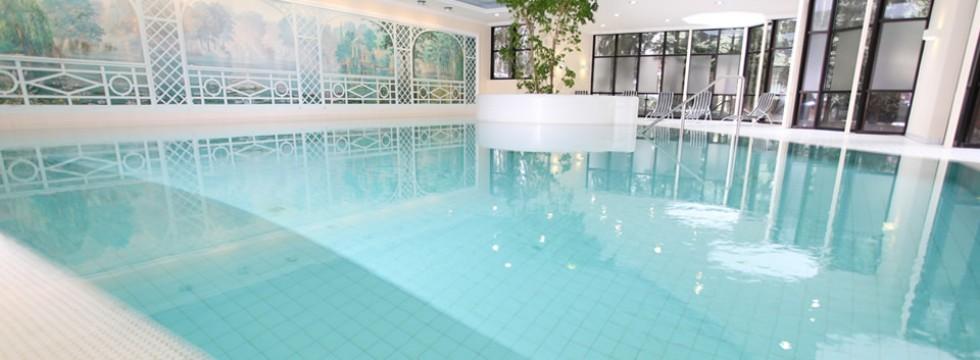 sauna und schwimmbad im forsthaushotel in f rth bei n rnberg infinity spa. Black Bedroom Furniture Sets. Home Design Ideas
